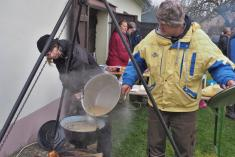 Rybí polévka sevařila vkotlíku