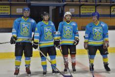 V nových dresech odobce to hokejovým nadšencům slušelo