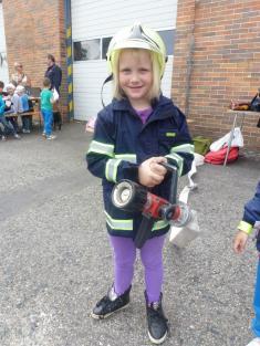 Sofinka jako požární záchranářka.