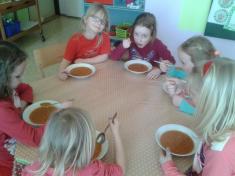 Červený pátek ak obědu mňamky rajská polévka.