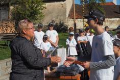 Starostka obce osobně poděkovala členům zareprezentaci vsoutěži Vesnice roku